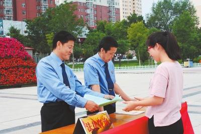 白银靖远县检察院进行检务公开、举报常识等普法宣传