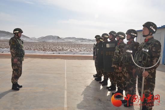 """扎根戈壁十九年 如今为""""文博会""""边防保安全——谭伟"""