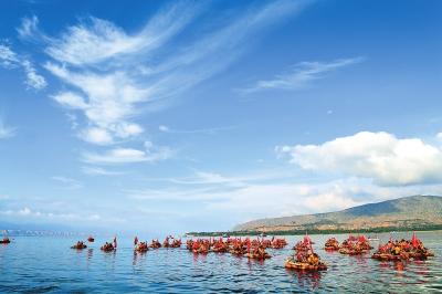 临夏举办民间游泳大赛和羊皮筏子表演活动(图)
