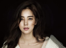 韩彩雅最新杂志写真曝光 展成熟性感迷人魅力