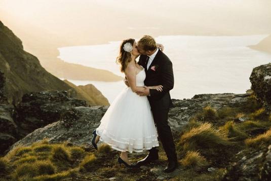 美哭了!新西兰摄影师拍唯美雪山婚纱照(组图)