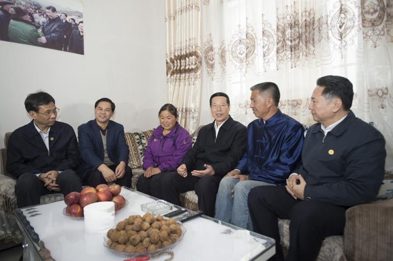 张高丽:深入学习贯彻党的十八届六中全会精神 奋发有为推动经济社会持续健康发展