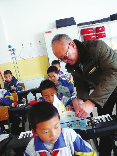 """""""把每一个孩子放在心上!"""" ——记张掖山丹陈户镇中心小学校长徐良"""