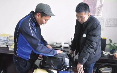 外籍旅客丢行李兰州车站派出所来帮忙 70万蒙币失而复得(图)