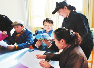 酒泉肃北县组织宣讲团深入社区、牧区宣讲党的十八届六中全会精神
