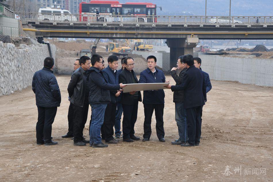 天水秦州区长刘文玺督查城市重点建设项目(组图)