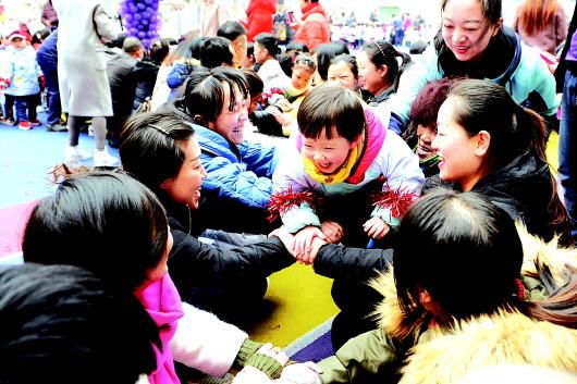 天水秦州区一幼儿园举办了迎新年亲子联欢活动(图)