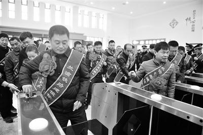 """定西岷县至成都""""陇南号""""品牌列车开行"""