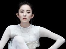 古力娜扎公益封面大片梦幻致美 纱质裙好似白天鹅