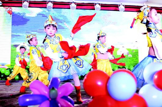 """天水秦州区一幼儿园举行""""贺新年元旦盛典""""(图)"""