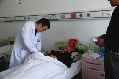 """千里急运救命血 敦煌兰州两地联手救助阿克塞高龄 """"熊猫血 """"产妇"""