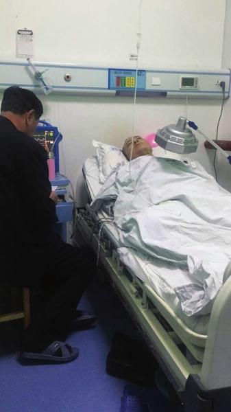 """兰州""""奥迪撞上出租造成 1死3伤""""追踪  受伤出租车司机躺在医院没人过问"""