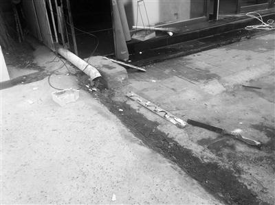 兰州居民私接管道排污 路面结冰存隐患