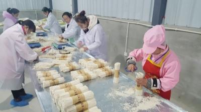 陇南成县成州金农种养殖专业合作社为当地贫困户提供就业岗位25个(图)