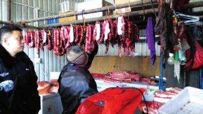 兰州城关区食药监局加大市场食品安全监管 一商铺违规加工的肉肠被当场下架(图)