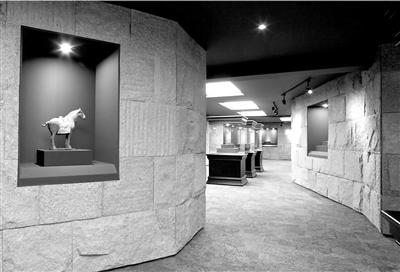 80后私人博物馆馆主入驻兰州古玩城