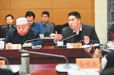 2017甘肃两会丨临夏团代表审议《政府工作报告》