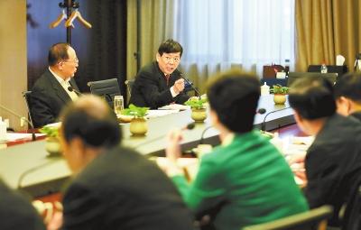 2017甘肃两会丨政协委员分组讨论《政府工作报告》