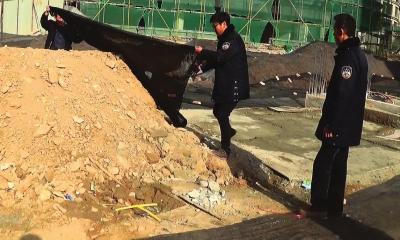 兰州九州管委会城管执法队整治清理店外店、占道经营36起(图)