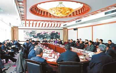 甘肃省政协委员分组讨论省政协常委会工作报告和提案工作报告(图)