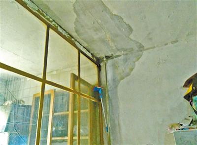 兰州市民反映:屋顶漏水住户求助社区碰钉子?