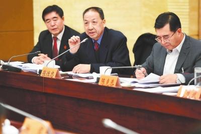 张掖团代表审议省人大常委会工作报告