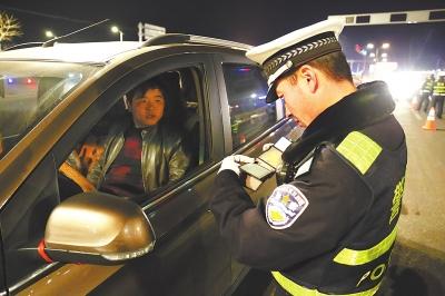 1月1日起兰州新区交警部门开展交通秩序大整治行动(图)