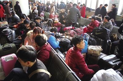 春运首日 兰州地区公铁航共发送旅客近13万人次(图)