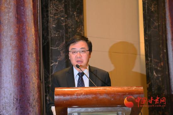 经济蓝皮书首席专家罗哲研究员