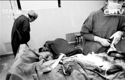 评论:医生累倒手术室除了点赞还该反思