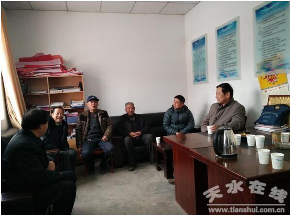 天水市农业局双联组赴郭川乡青联村开展慰问活动(图)