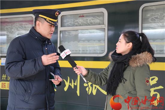 甘肃网媒走转改|春节前特别报道:回家过年的路上,有我们护航!(视频)