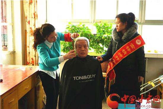 邻里守望 姐妹互助 酒泉瓜州县渊泉镇志愿服务情系高龄老人(图)