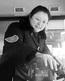 除夕夜 坚守一线的兰州公交女司机(图)