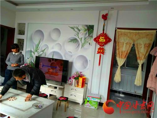 网络媒体走转改|武威天祝石塘村村民欢喜搬新家 温室大棚撑起绿色致富梦(组图)