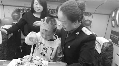 10年前庆阳孕妇火车上生产青藏线列车长亲手为其接生 十年后再相逢