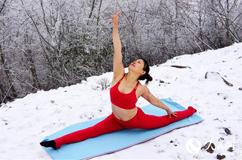 49岁瑜伽教练百里荒雾松仙景中秀瑜伽