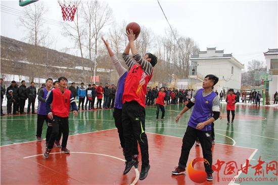 甘南临潭县:篮球赛火热迎新春(图)
