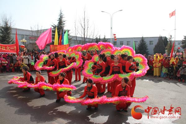 温暖中国|庆阳市西峰区彭原镇社火汇演闹新春(图)