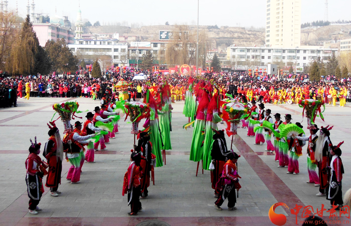 甘肃临夏和政县农村秧歌进城大表演(图)