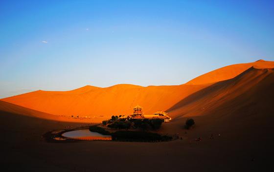 敦煌去年旅游人数突破800万人次 同比增长21.37%