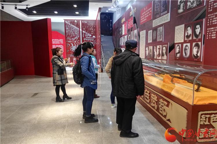 陇南武都区革命历史纪念馆向市民免费开放 吸引市民参观(图)