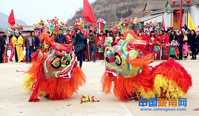 """陇南西和县石堡乡包集村举办""""喜迎新春""""社火表演(图)"""