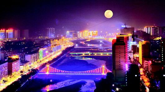 月色下的天水武山县城流光溢彩(图)