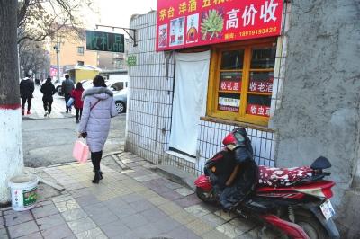 """兰州:""""礼品回收""""旺季遇冷 商家转战网络觅出路(图)"""