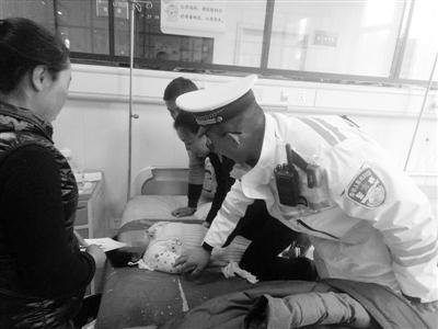 临洮2岁女童误喝高锰酸钾 兰州交警开辟生命通道护送入院