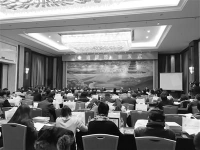 人民日报社甘肃分社新闻报道集《走遍陇原》在兰首发