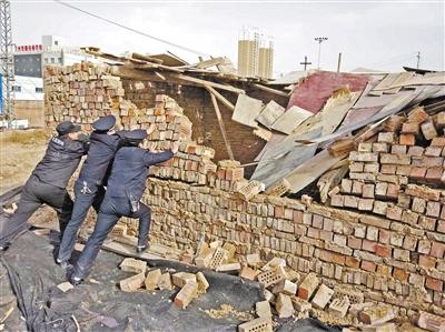 兰州城事映像:七里河区拆除3间违章建筑
