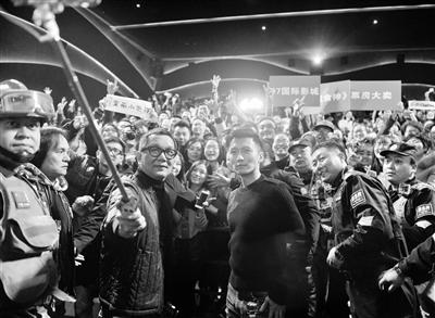 谢霆锋与导演叶伟民来兰为电影《决战食神》站台