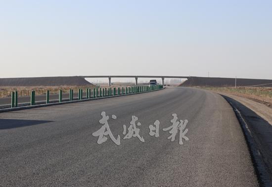 G569线北仙高速公路民勤段稳步建设